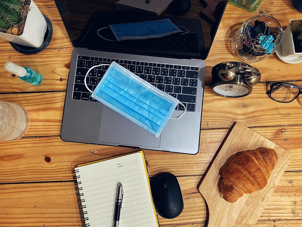 Smart working per sempre? Le vicende – contrastanti – di Apple, Facebook e Twitter